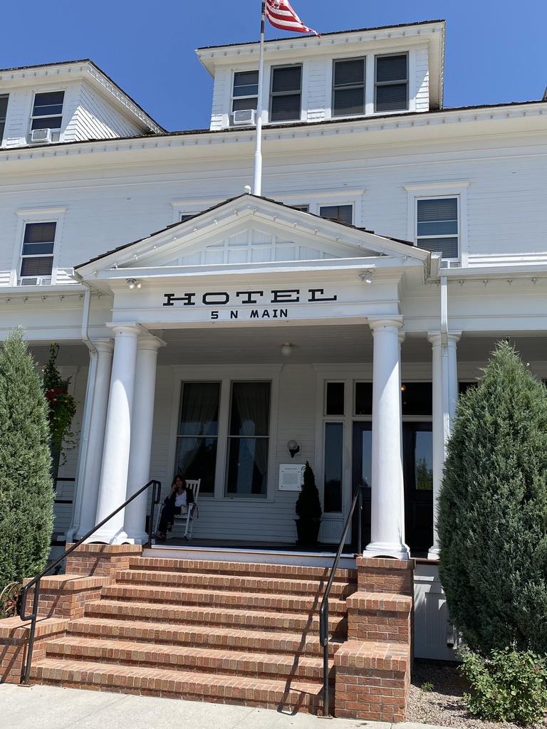 Sacajawea Pompey's Grill  Prime Flank Sacajawea Hotel in Three Forks Montana